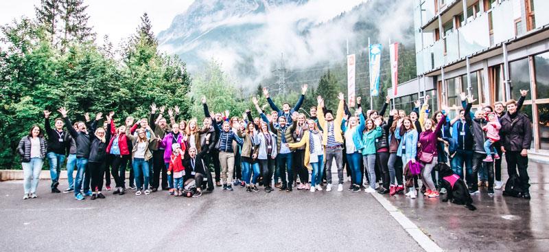 Teambuilding bei karriere tutor® - hier ein Gruppenfoto, das bei einem Trip ins Gebirge entstanden ist